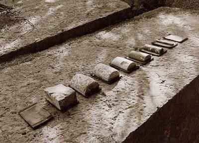 Entfernung 1999, Marmor auf Schwellenholz